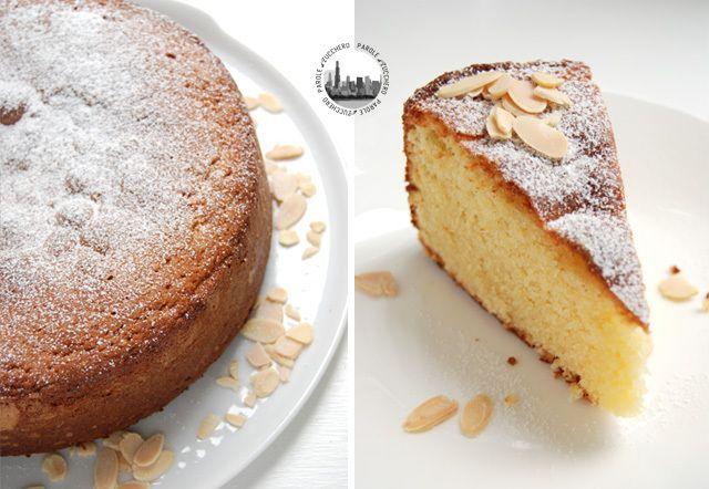 A simple almond cake.  Un semplice dolce alle mandorle.