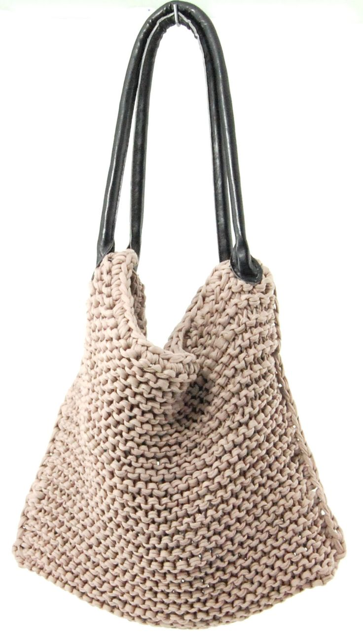 DIY: knitted bag - not sure about how to find/fix the handles but the bag itself looks fairy simple. Might be a good project to get back into knitting again!