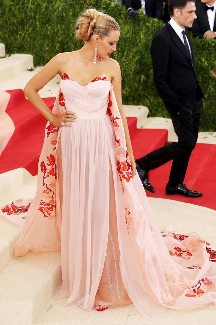 """Exclusive: Breathtakingly Beautiful Met Gala Photos You Won't See Anywhere Else  """"Blake Lively"""""""