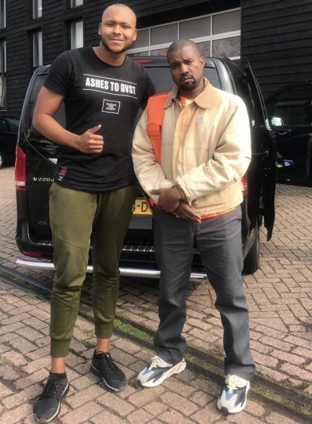 Kanye Wearing Carhartt Jacket And Yeezy 700 Og In 2020 Kanye West Style Kanye West Outfits Kanye Fashion