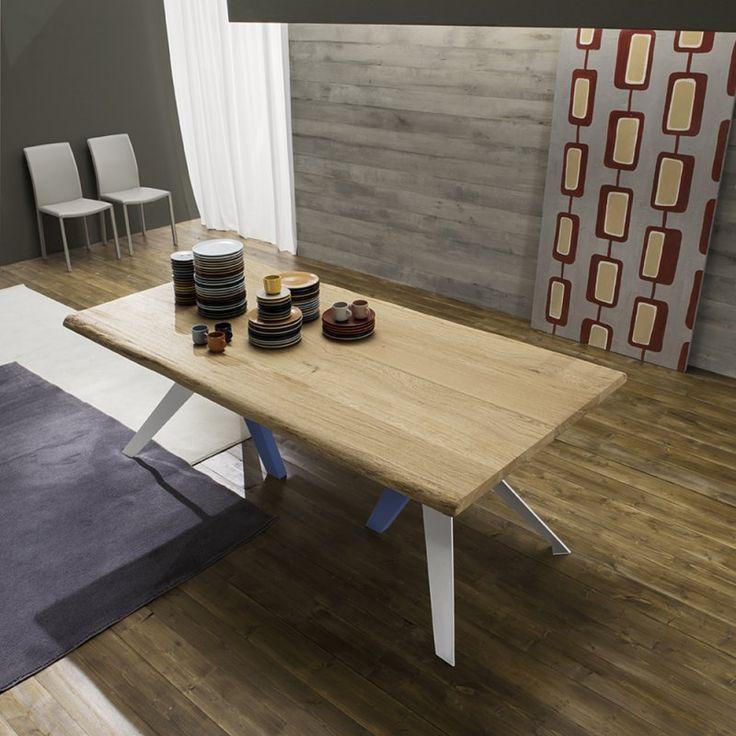 Tavolo design moderno con top in legno massello trame