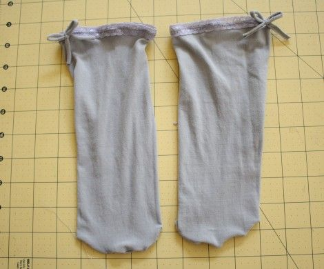 I already have some old tights that I want to try this on!  DIY: how to make socks from tights  Tights to socks 11
