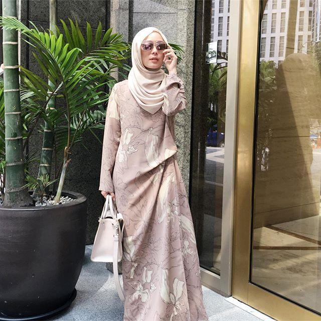 Vivy Yusof (Wearing @theduckgroup and @kamiidea dress from @fashionvaletcom) #fvootd #vivyootd #duckscarves #kamiidea