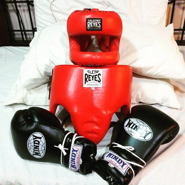 Sparring gear, Cleto Reyes Face Saver Headgear, Cleto Reyes Kidney and Foul Protector, Windy 16oz. Lace up boxing gloves