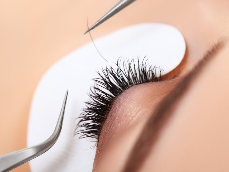 Silk Eyelash Extensions are the perfect way to get a natural looking full set of lashes. These lashes can last anywhere from 2-4 weeks before they need to be re-applied.