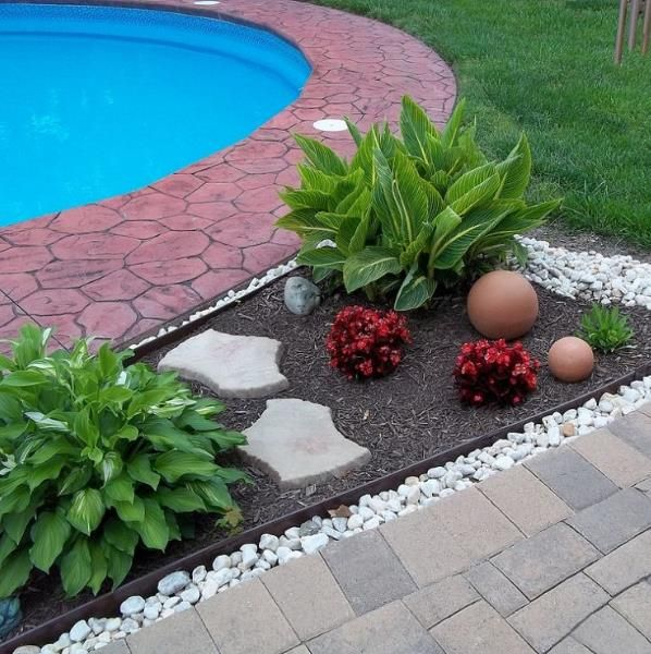 Garden mulch beds mulch washing away drainage solution for Diy backyard pool landscaping