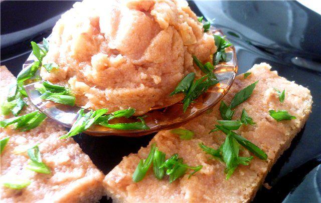 Икра из селедки (просто и вкусно). Рецепт c фото, мы подскажем, как приготовить! 1 ст- 250 мл филе от одной средней соленой селедки 1/3 ст растительного масла 2/3 ст томатного сока 1/3 ст манной крупы 1 луковица