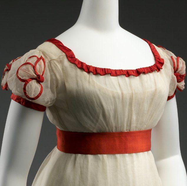 Платье для приёмов. Хлопок, шёлк, вышивка цветными шерстяными нитями. Великобритания, 1824–26 гг. Собрание музея Метрополитен.