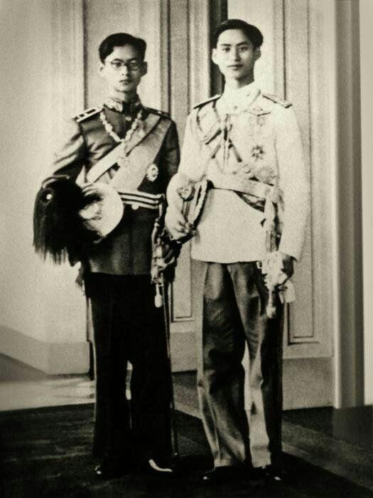 รัชกาลที่ 9 และรัชกาลที่ 8 l King Rama lX and King Rama Vlll of Thailand.