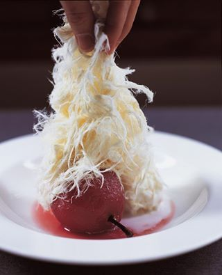 Kırmızı Biber ve Şarapta Pişmiş Armut, Sakızlı Dondurma ve Pişmaniye Chili Pepper and Wine Poached Pear, Mastic Ice-Cream, Sugar Floss
