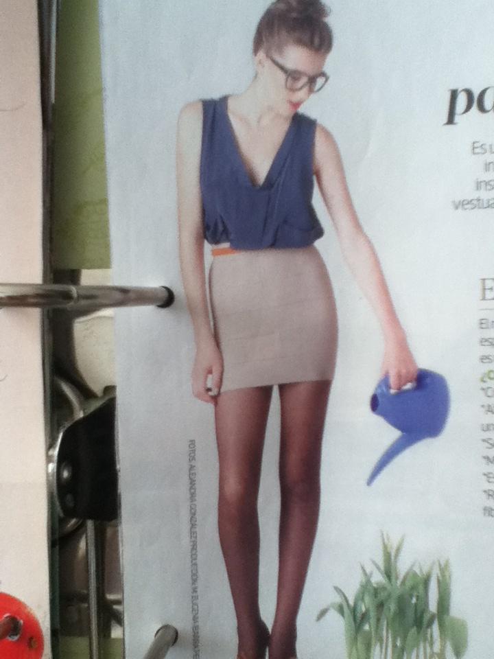 que lindo se ve una falda tuvo y una polera sencilla