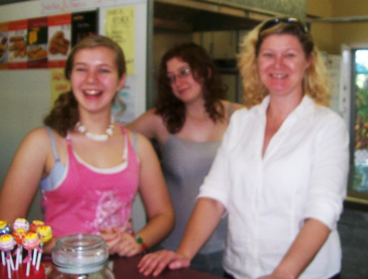 Jodie (right) and her 2 beautiful daughters after baking an Apple Slice