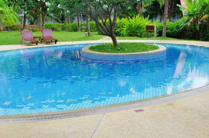 Mejores 47 im genes de jardin en pinterest construcci n for Construccion de piscinas en granada
