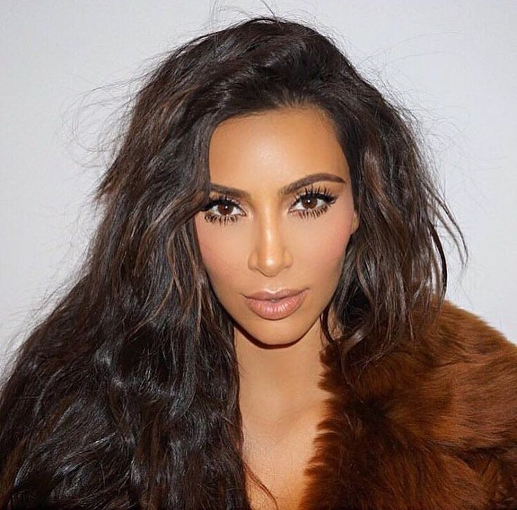 kim kardashian outline speech My name is renee and i'm going to be telling you about kim kardashian and how she is a model and a million dollar business woman 1 first i will be telling you a little bit about kim.