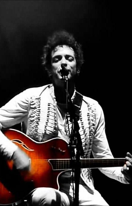 Gustavo Adrián Cerati / Nace en Buenos Aires, el 11 de agosto de 1959, fue músico, cantautor, compositor y productor discográfico argentino, considerado uno de los más influyentes músicos del rock iberoamericano y una leyenda del rock latinoamericano. Compositor y vocalista de Soda Stereo, como solista se inició a principio de los 90. El 15 de mayo de 2010 padeció un accidente cerebrovascular isquémico, que lo dejó en estado de coma por más de cuatro años, falleciendo el 4 de septiembre de…