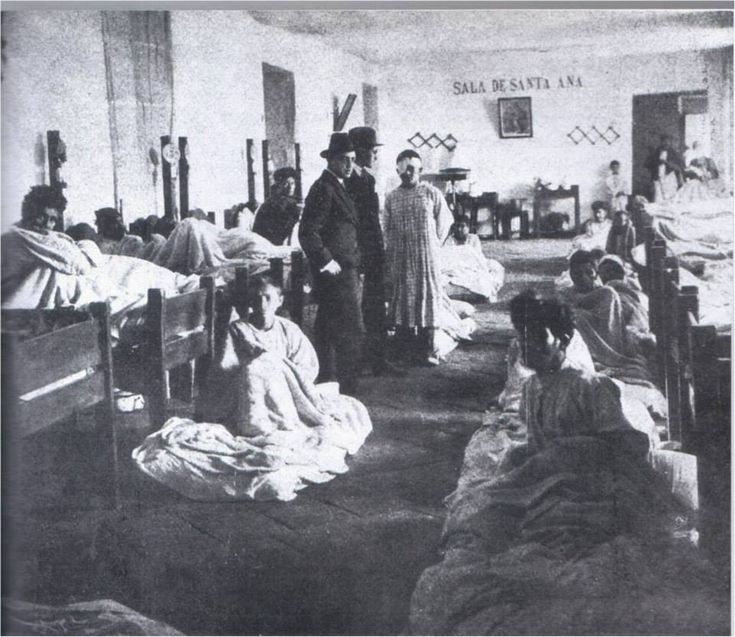 Sala Santa Ana Hospital San Juan de Dios. (notase la precariedad de las salas y la atención a los pacientes) Bogotá, principios del siglo XX