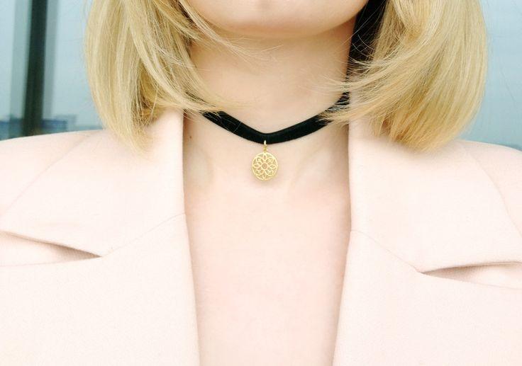 Rosette choker necklace - STAGjewels - Naszyjniki z zawieszkami