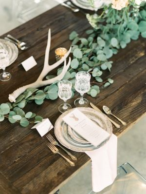 Industrial-chic table decor: http://www.stylemepretty.com/colorado-weddings/denver/2015/08/18/industrial-chic-denver-wedding-inspiration/ | Photography: Lisa O'Dwyer - http://www.lisaodwyer.com/
