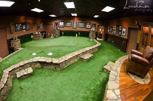 Very nice indoor putting green! I want one so bad!!!