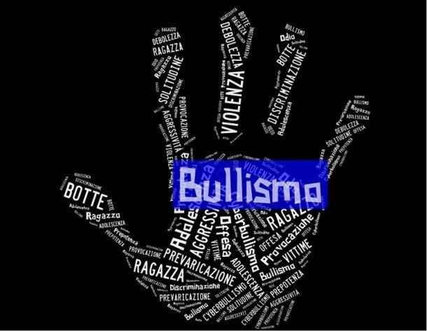 Bullismo se ne parla sempre di più. Come prevenirlo? Bulli, vittime e spettatori questi sono gli attori di questo brutto fenomeno. Ma anche i bulli hanno dei genitori e così anche gli spettatori. Com'è possibile che i genitori non si accorgano di cosa  #bullismo #adolescenti #bulli #scuola