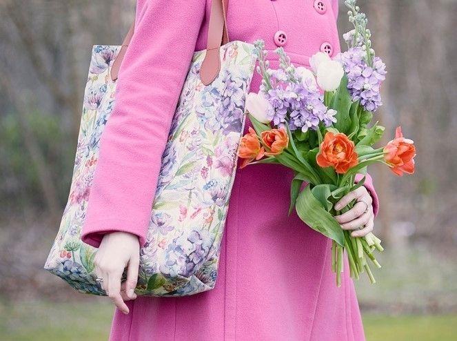 Яркие вместительные весенние #сумки #voyagemaison - идеальные спутники в поездках на #пикник. Приобрести можно в #Galleria_Arben #spring