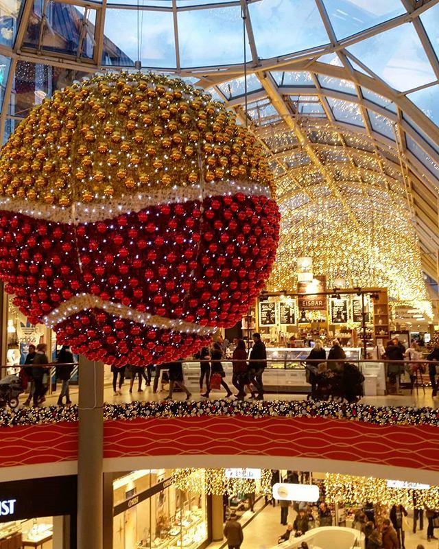 Sophienhof Shopping Mall Sophienblatt Kiel Germany Loving The Christmas Atmosphere Pinned By Ton Van Der Veer Christmas Ad Holiday Flower Shopping Mall