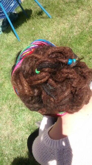 Dreads, rastas, peinados con deadlocks.