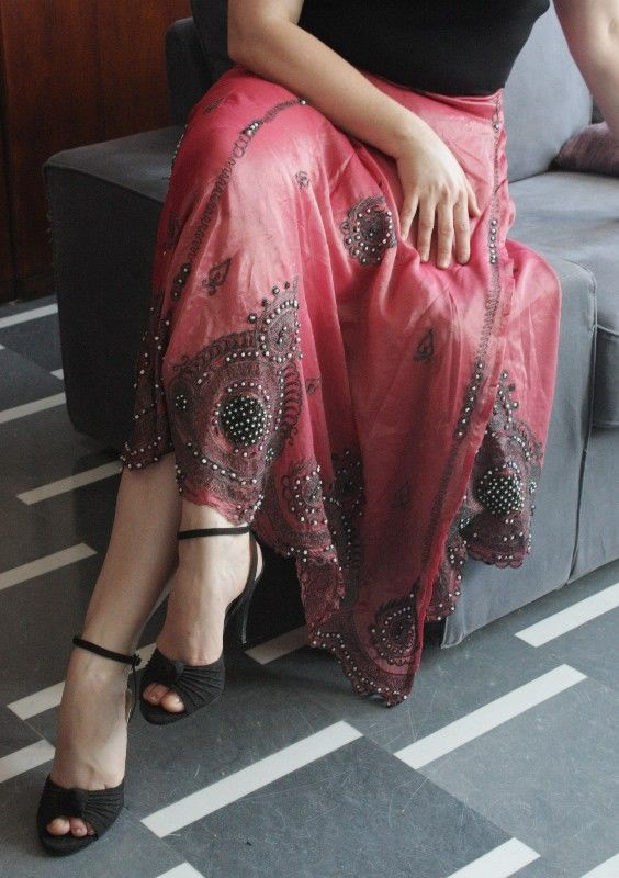 Gonna rosa con ricami in filo d'argento e perline bianche - Gonne indiane - Diwali Store