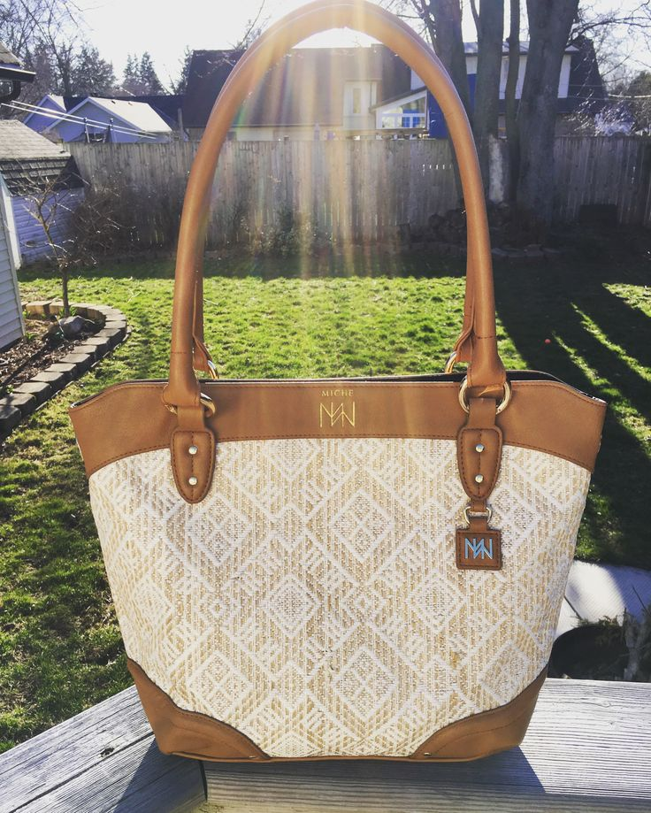 Veranda for Demi! Love it with the camel rolled handles ❤️ Order in Canada or now United States!! www.homepartyrep.com/leah_mitchell #miche #michelove #michefashion