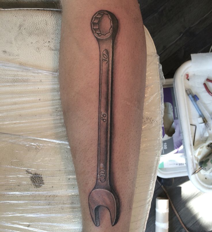 Tattoo jakutattoo wrench art ink tattoo inspo for Piston and wrench tattoo