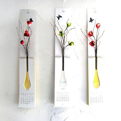 カレンダーで花を楽しむユニーク花瓶 by Nothing Design