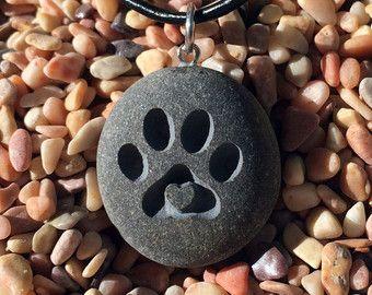 ¡Amor de cachorro! Pata de perro con colgante de corazón 3D - grabado playa piedra colgante joyas - más cercano de collar de bonos