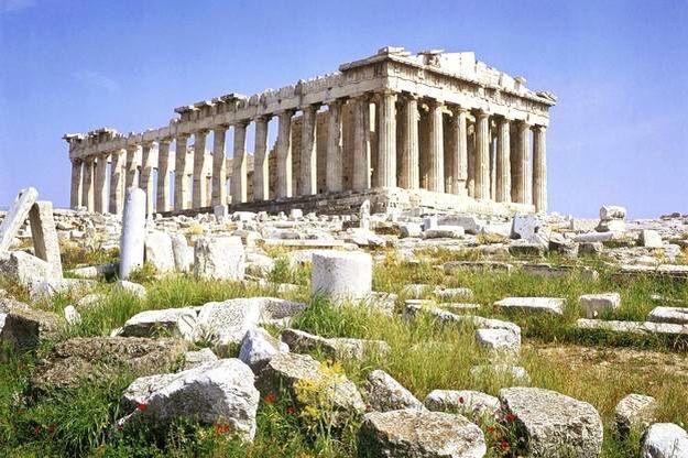 Ictino, Callicrate e Fidia , Partenone , 447-438 a.C. Frontone occidentale e lato settentrionale come appaiono dai Propilei. Atene, Acropoli .