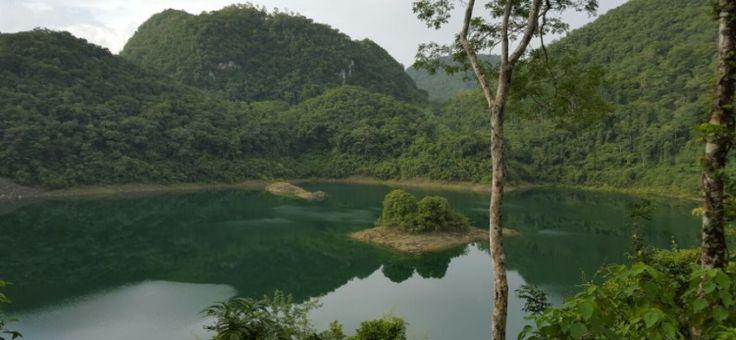 Una de las cuatro lagunas de Sepalau, Chisec, A.V., Guatemala