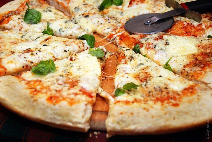 Пицца 4 сыра - с моцареллой, пармезаном, дорблю и эмменталь