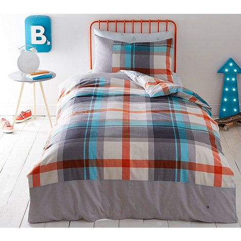 Check out this single size bedding set from Ted Baker's linear inspired bedding collection, crafted in colour pops of blue and orange that will bring your little one's bedroom to life.