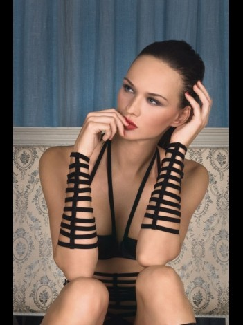 Les Fetiches Les Poignet Caprice velvet elastic handcuffs by Maison Close. Available for £21.90 at The House of Seduction