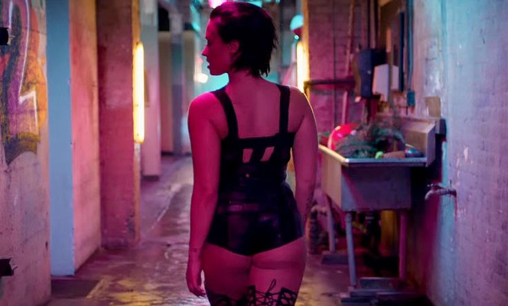 Demi lovato clip cool of the summers - 1 10