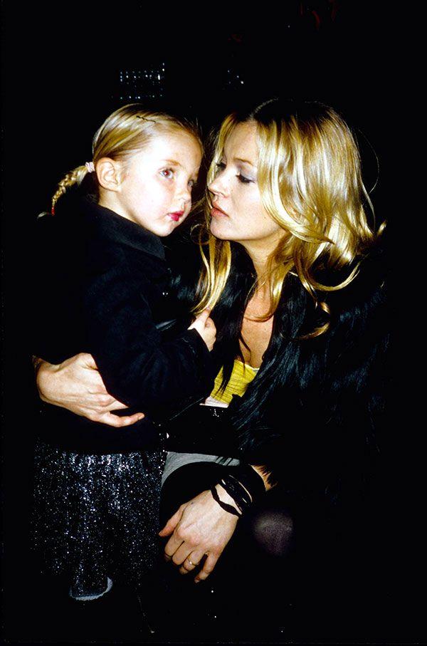 Kate Moss et sa fille Lila à un dîner de charité à la Milk Gallery de New York en 2006 (Rose Hartman pour Getty).