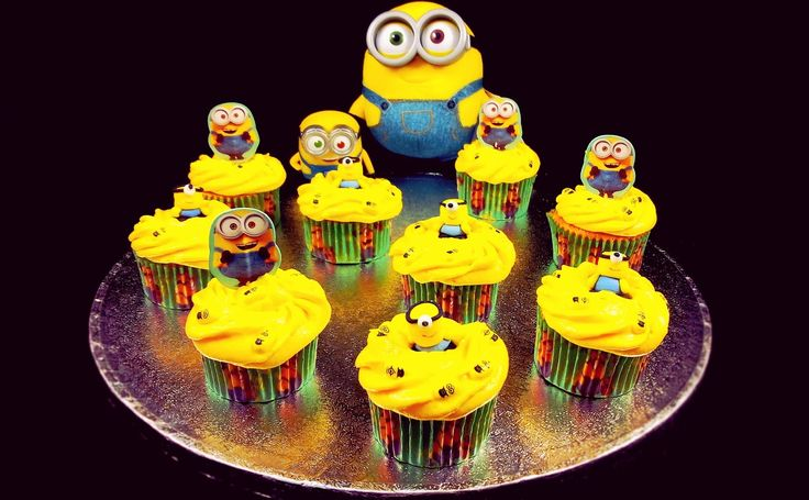 Eve's Kinder-Rezepte: Minions Bananen-Cupcakes mit Bananen-Paradiescreme