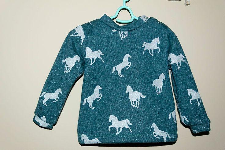 Een tijdje terug poste Silke van Spoetniksels een oproep wie er het babypatroon van de Mare sweater wilde testen. En dat wilde ik maar wat...