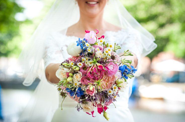 Bont bruidsboeket gemaakt door Bloemenweelde in Amsterdam! Fotografie door mijn ZUS* > fotografie/ Gerke van de Hoef.