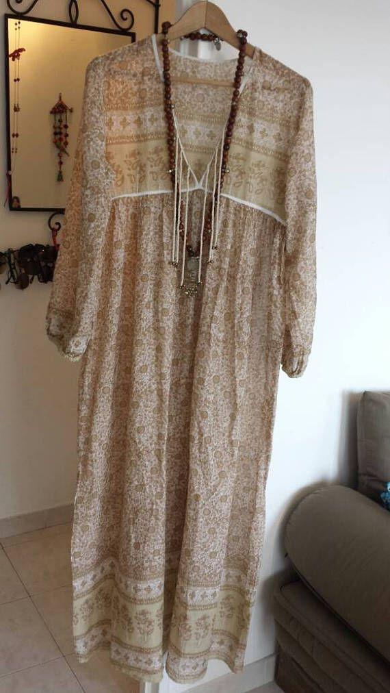 Retrouvez cet article dans ma boutique Etsy https://www.etsy.com/fr/listing/534269597/robe-beige-gaze-de-coton-indien-a