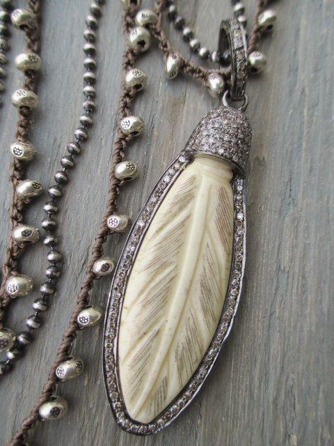 Diamond e osso esculpido crochê pena colar - Ultimate Boho - esterlina neutro colar tailandês boêmia chique por slashKnots