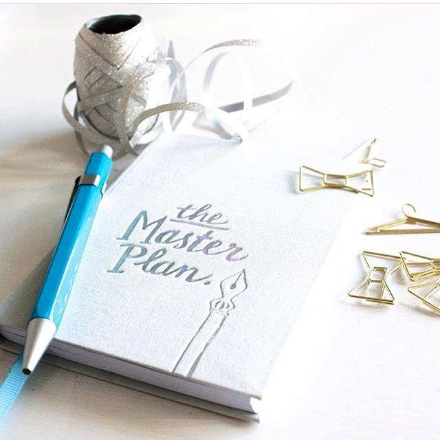 De notitieboekjes en kantooraccessoires zijn altijd perfect als cadeautje. Ook handig om stiekem nog even snel een verlanglijstje voor Sint of zelfs al voor Kerst te maken. Bedankt voor je foto @studiorosanne