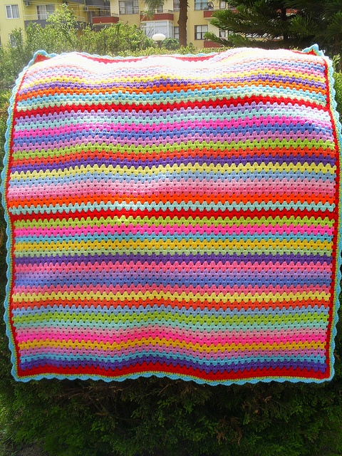 granny stripe blanket by riavandermeulen, via Flickr
