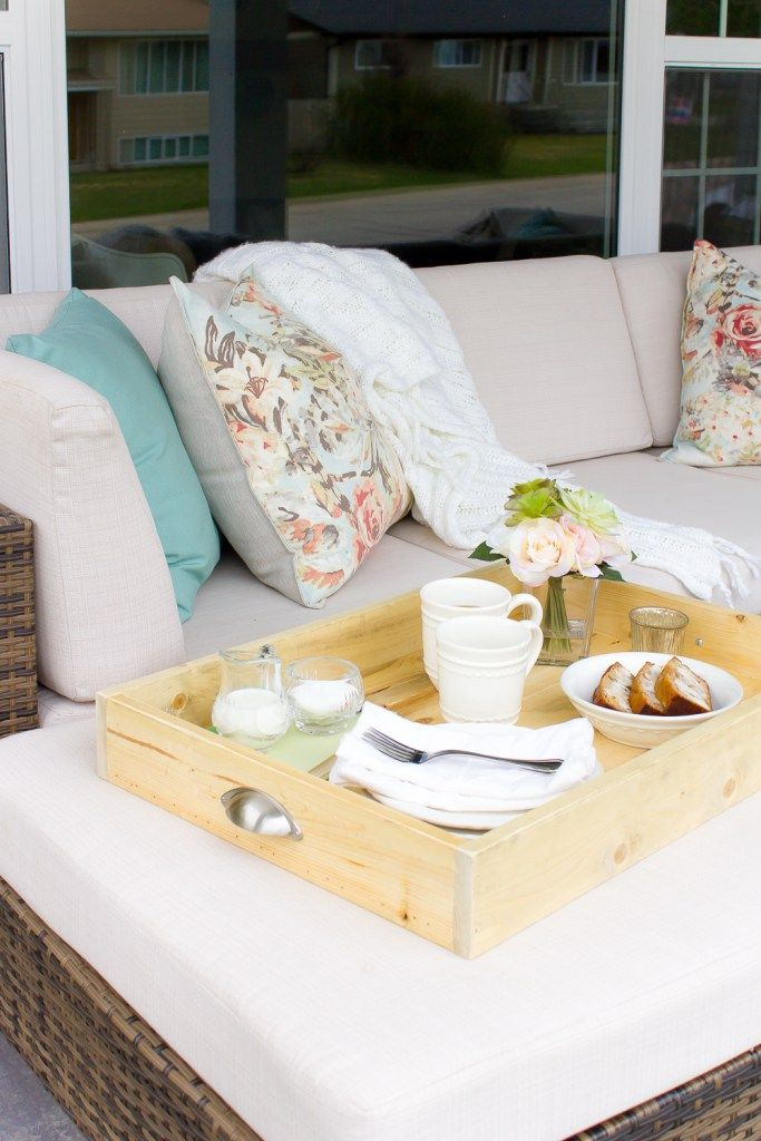 This simple DIY farmhouse serving tray took just minutes to whip up and really is the perfect way to carry everything both inside our outdoors! | www.makingitinthemountains.com