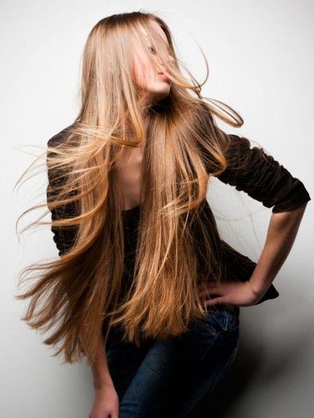 Long Hair, don't care? Leider ist das Gegenteil der Fall. Je länger die Haare, desto mehr Pflege brauchen Sie. Beauty-Redakteurin Maren hat Pflegeprodukte speziell für langes Haar unter die Lupe genommen.