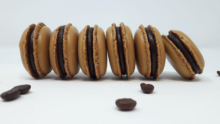 La recette permet de réaliser environ 30 macarons. Matériel à prévoir (10% de remise chezCUISINESHOPavec le code promo «julien») plaque perforéepour la cuisson silpat à macarons poches à douil…