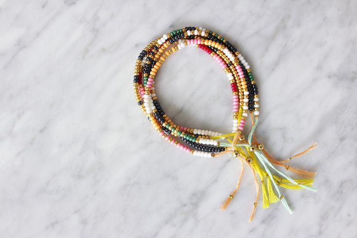 Her kommer den lovede guide til de farverige armbånd, som jeg viste et lille smugkig af forleden HER. :) De er temmelig simple at lave og perfekt her til sommer…